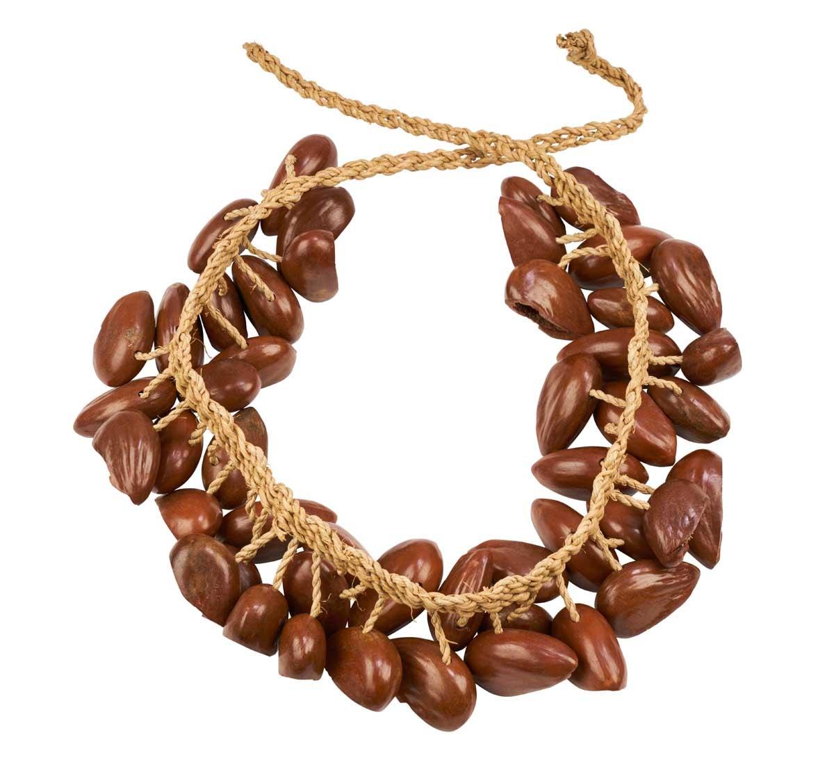 Colanut rattle, string, L 80cm, nuts 50cm