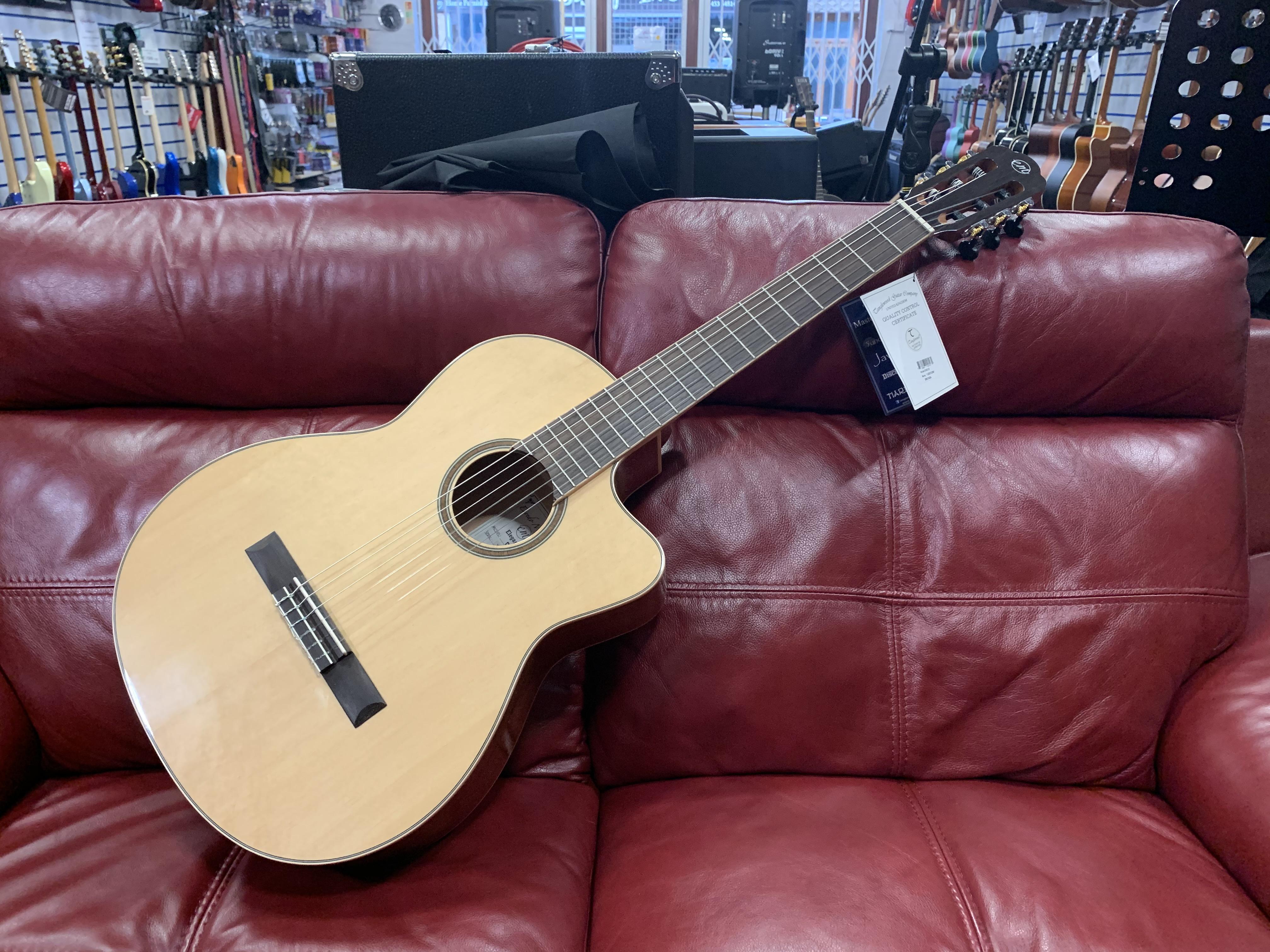 Enredo Madera Elegante DC6 Classical Guitar