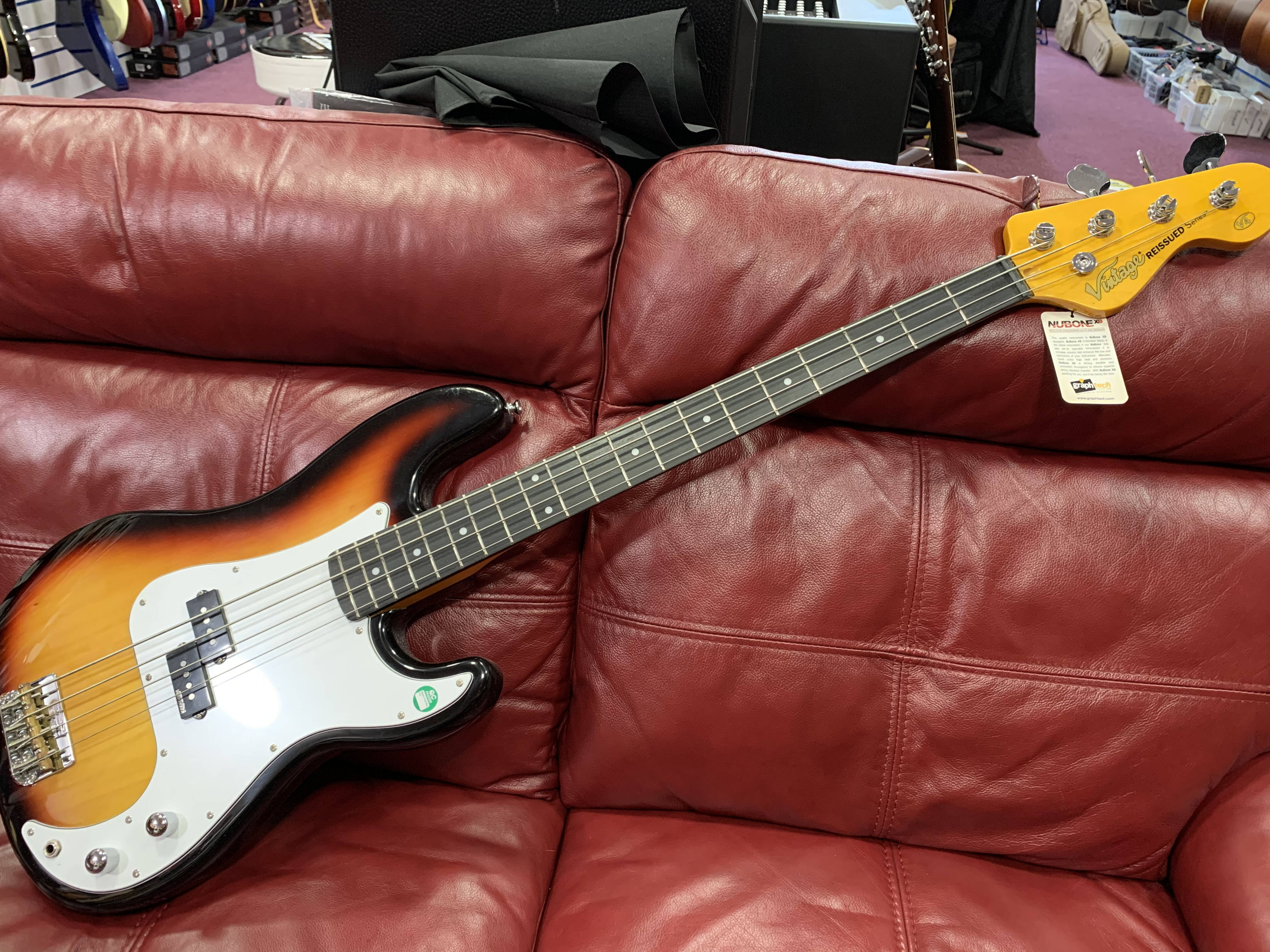 Vintage Reissued V4 Bass Guitar (Sunburst)