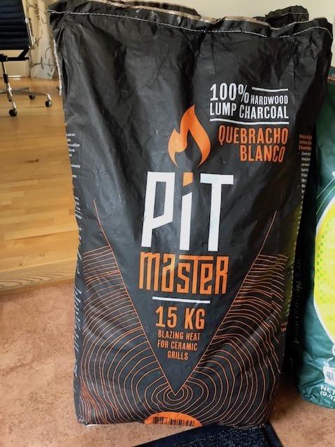Pitmaster Quebracho kol 15 kg (endast avhämtning)