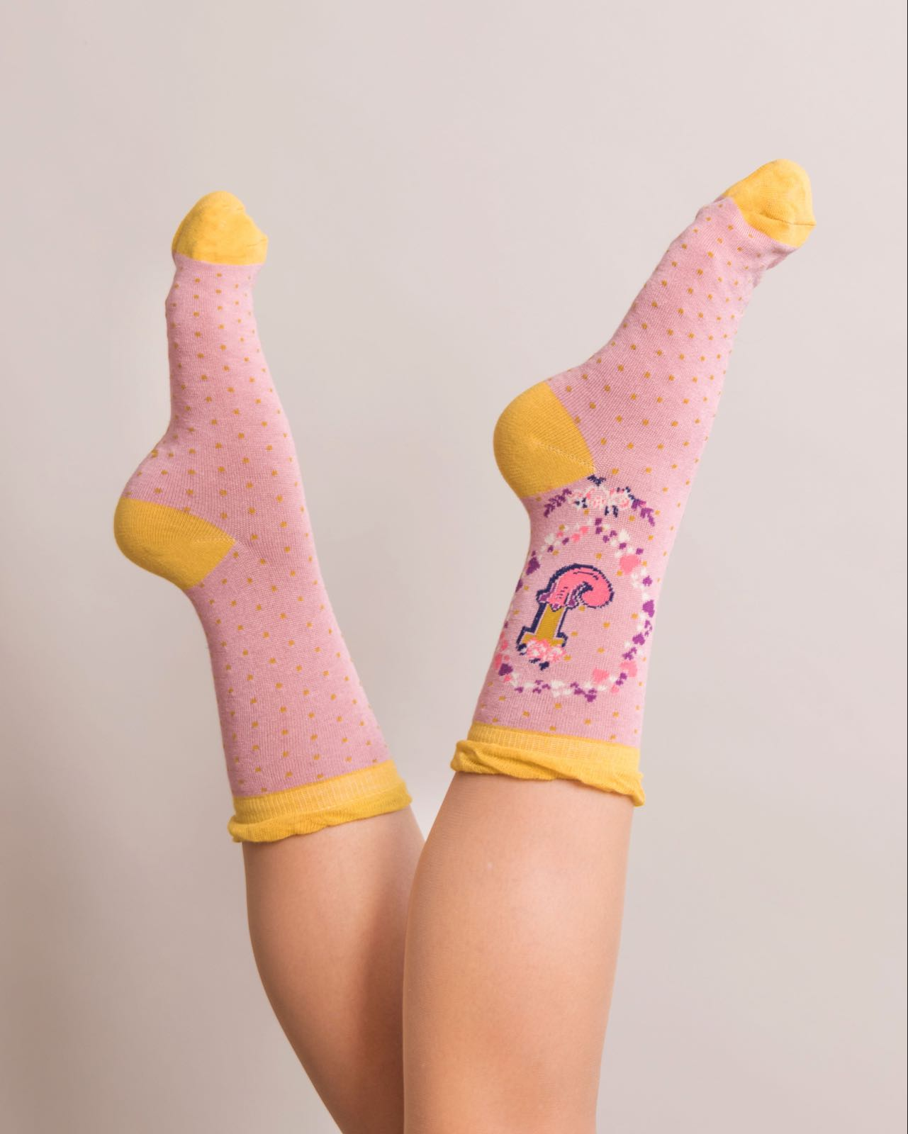 Powder Alphabet socks J (product may differ from item shown in the photo)