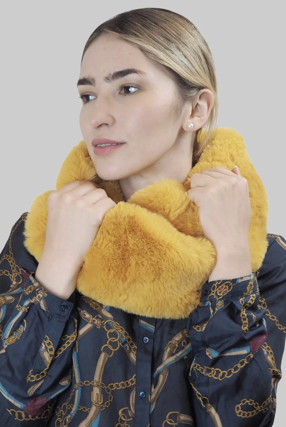 2768 Faux Fur Snood
