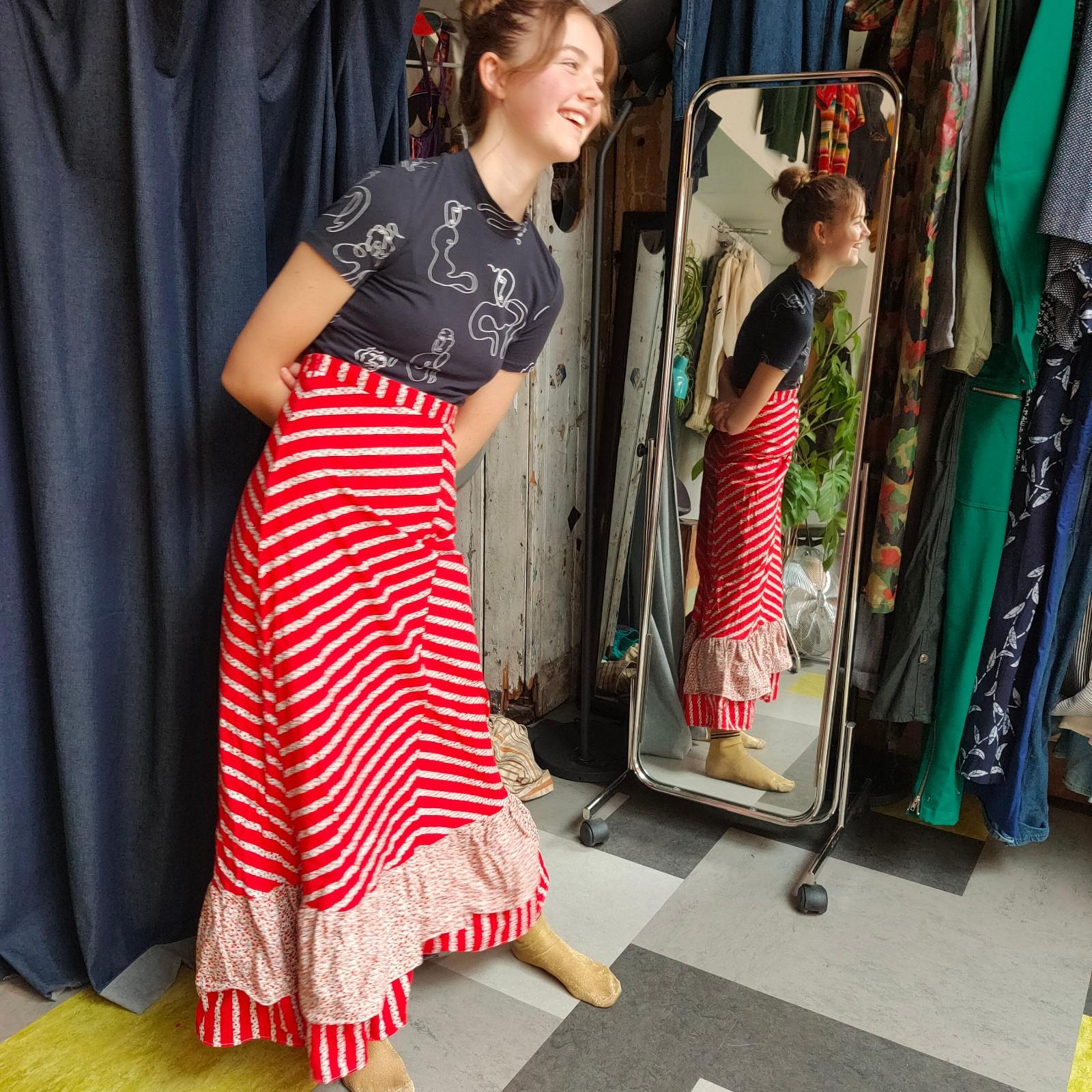 Vintage- Tiered floral maxi folk skirt