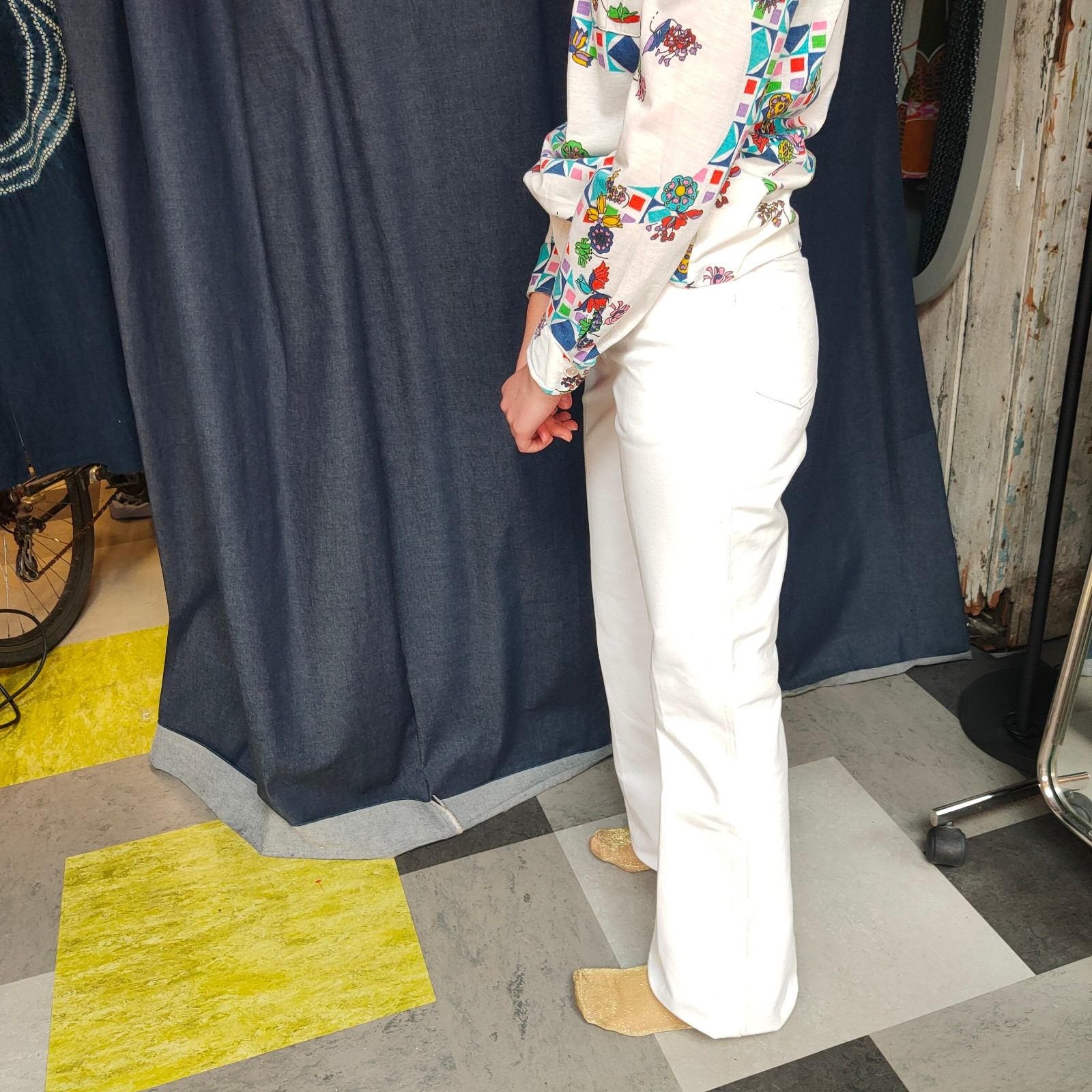 Vintage- deadstock 1970s white flared jeans