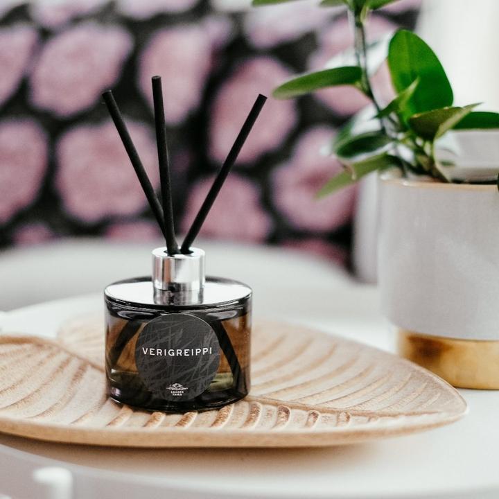 Huonetuoksu Verigreippi 200ml - Makean hedelmäinen ja pehmeän raikas tuoksu. Lumoavan huonetuoksun kesto on n. 6-12kk! (Huom! Iso!)