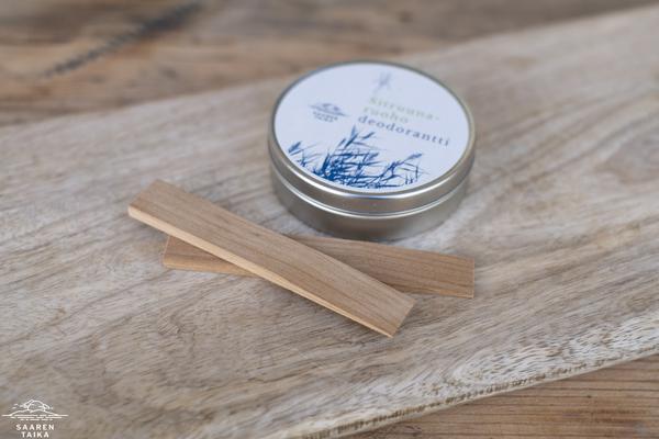 Spaatteli voidedeodoranttien, voiteiden ja kuorintojen annostelemiseen