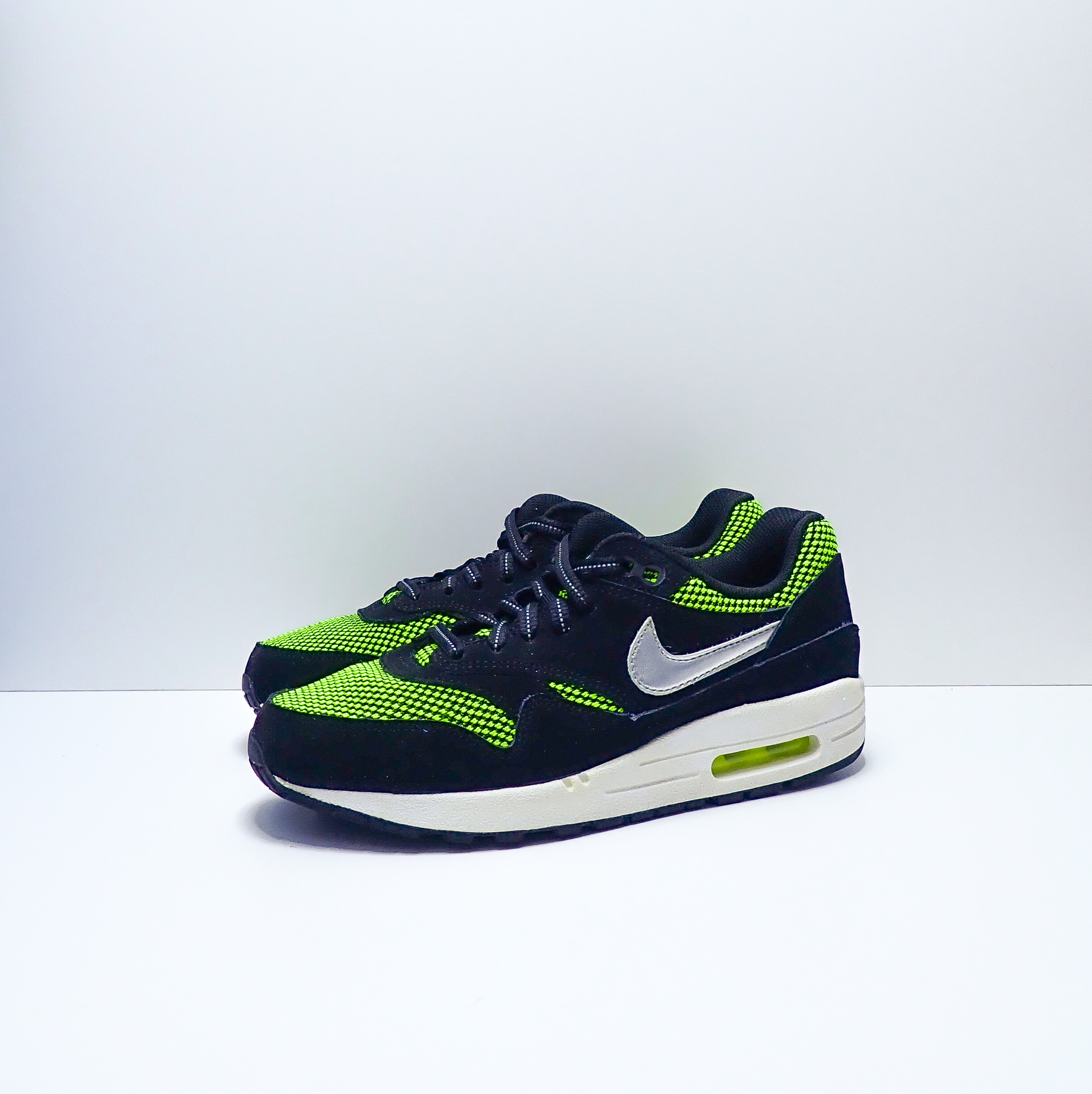 Nike Air Max 1 LE GS Black Silver Volt
