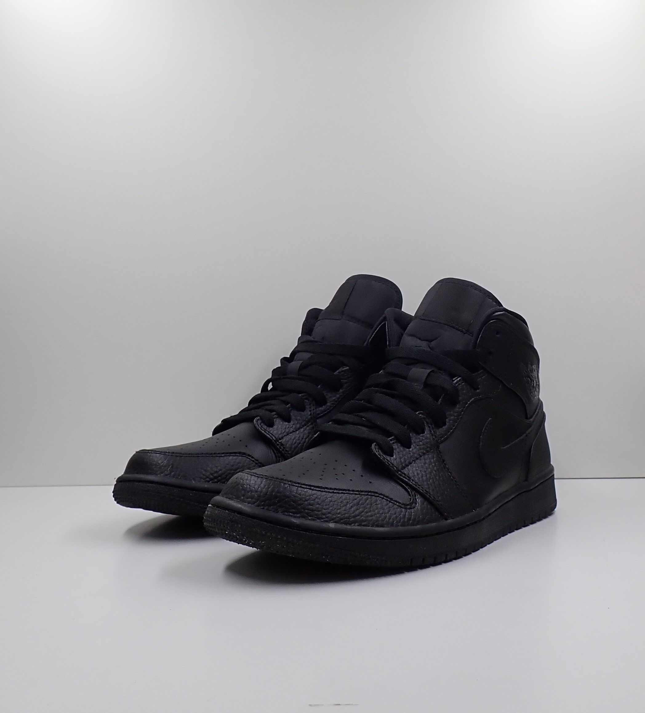 Jordan 1 Mid Triple Black (2020)