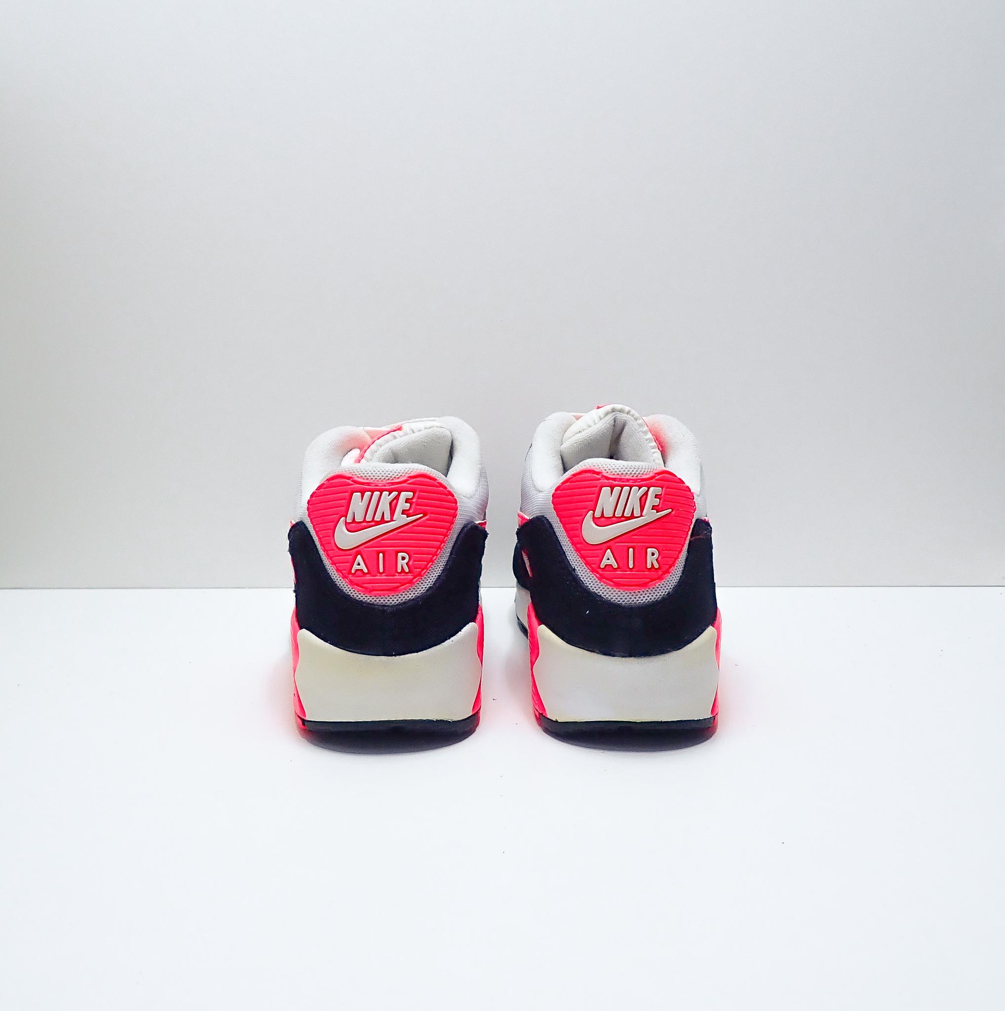 Nike Air Max 90 Essential (W)