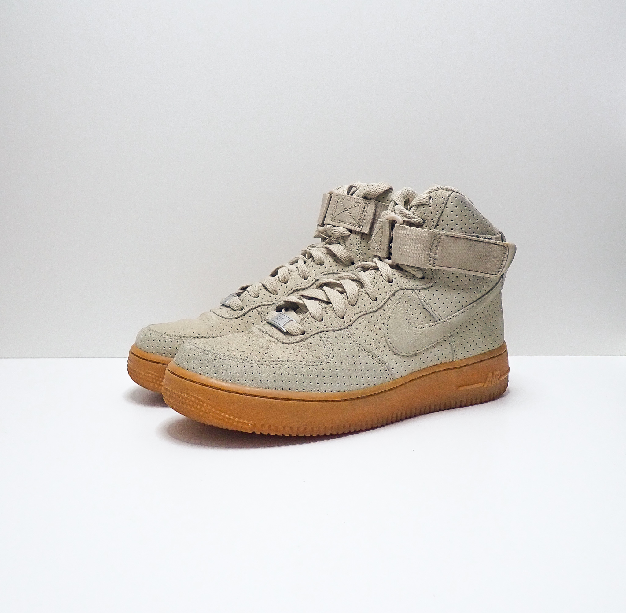 Nike Wmns Air Force 1 High Suede String