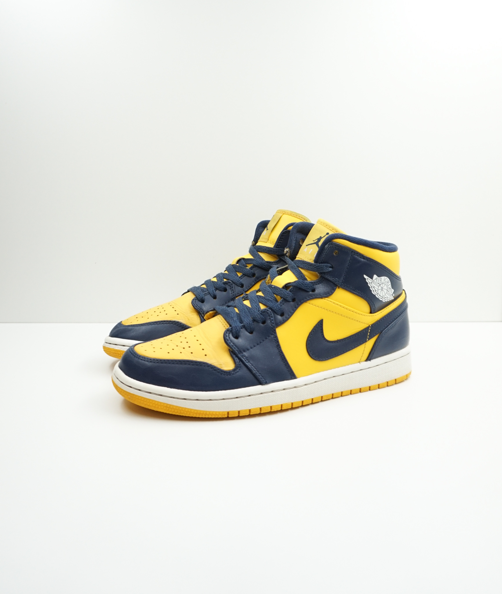 Jordan 1 Mid Michigan