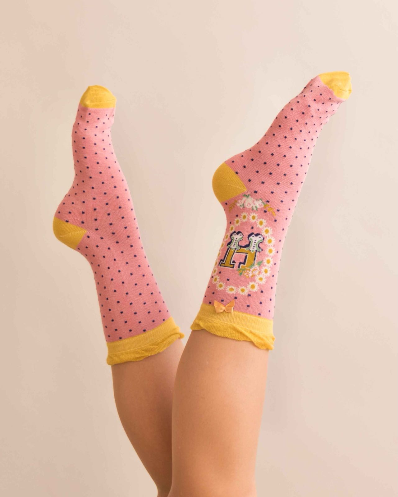 Powder Alphabet socks H (product may differ from item shown in the photo)