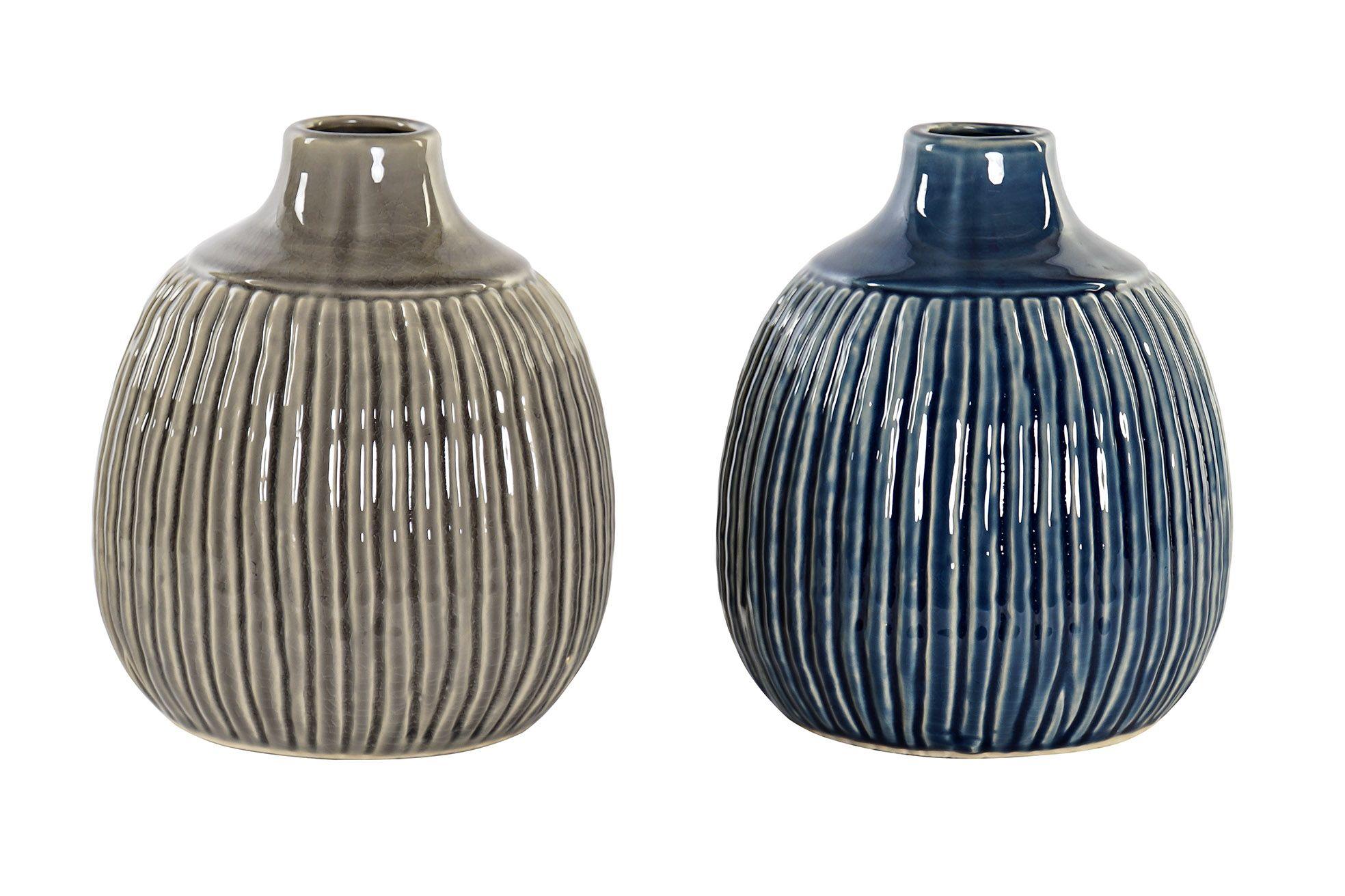 Vase i keramik med riller
