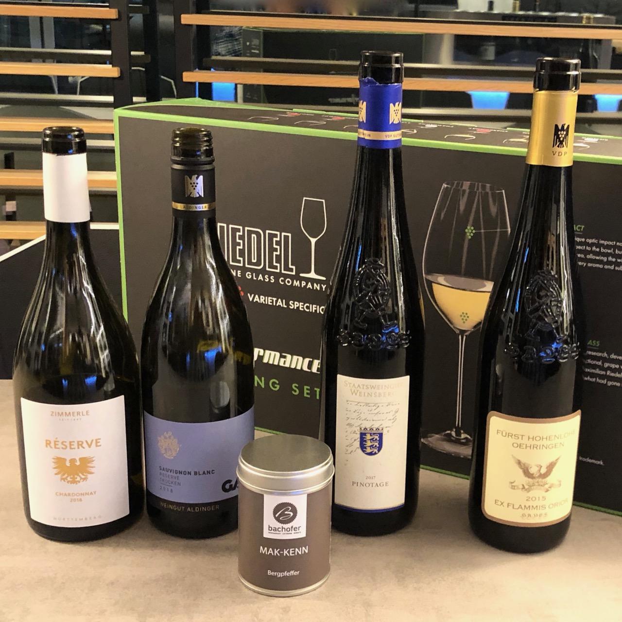 """BARRIQUE-WEIN + GLÄSER-FREUDE: WineTastingClub Geniesser-Paket """"No. 3"""" mit 4 Spitzen-Weinen + 4 RIEDEL-GLÄSERN + Geschenk!"""