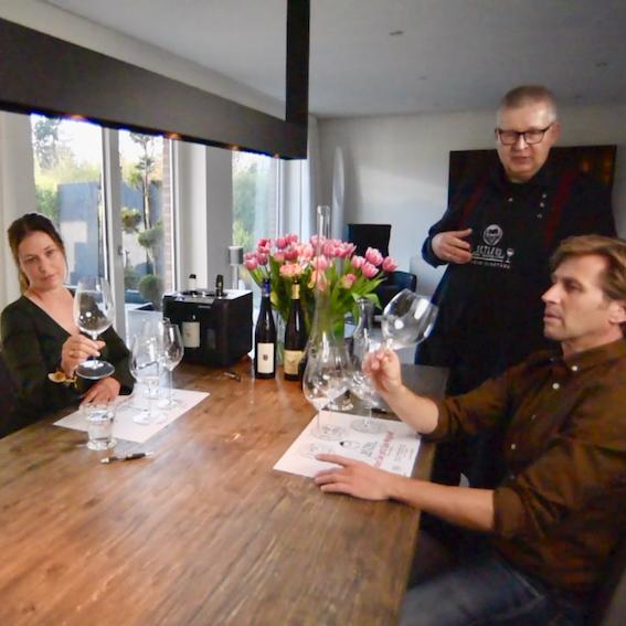 """DETLEVs M """"Wein und Riedel-Glas""""-Hometastingpaket: 4 GUTSWEINE. 4 RIEDEL-GLÄSER.  EXKLUSIVES """"How to""""-VIDEO."""