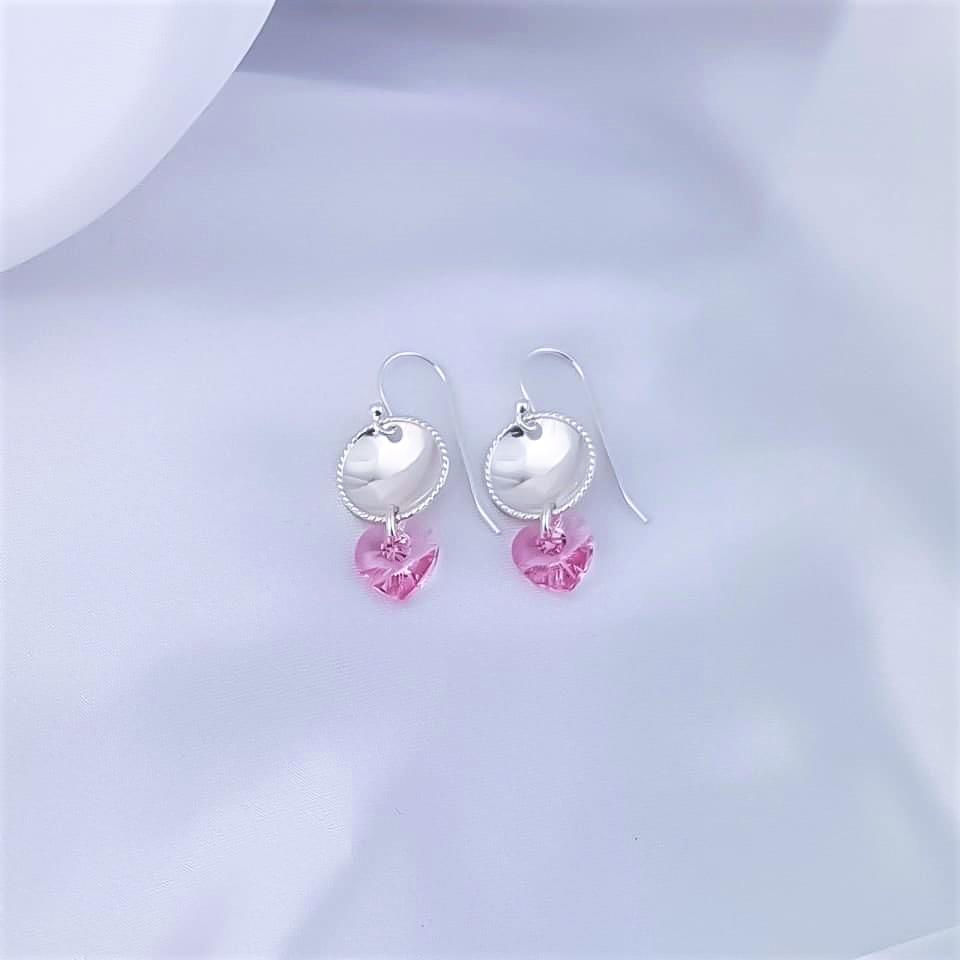 Sølvøredobber med rosa swarovski hjerter