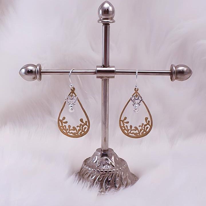 Øredobber Med sølvørekrok og sølv-rein, og messing anheng
