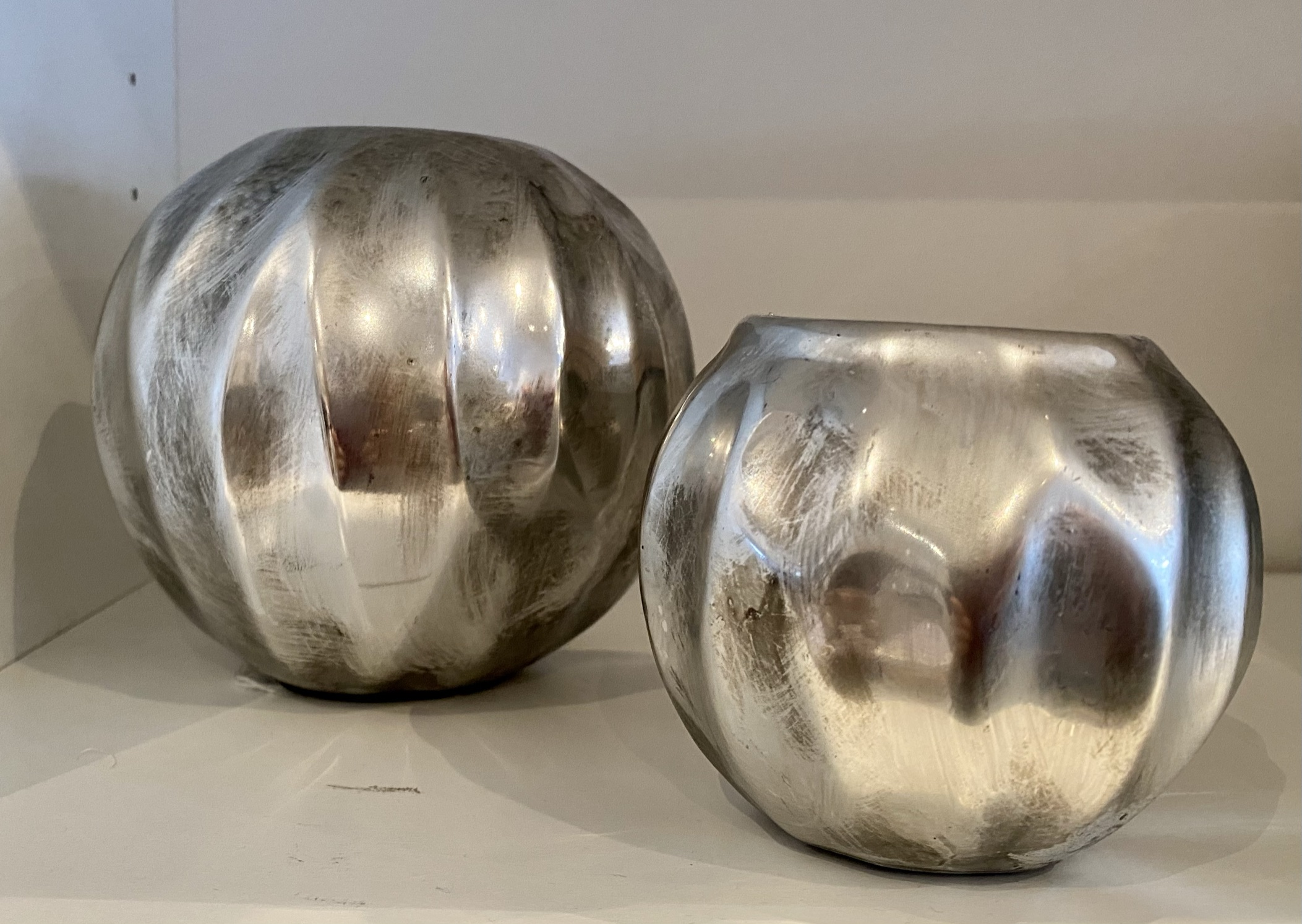Large spherical metallic ceramic tealight holder