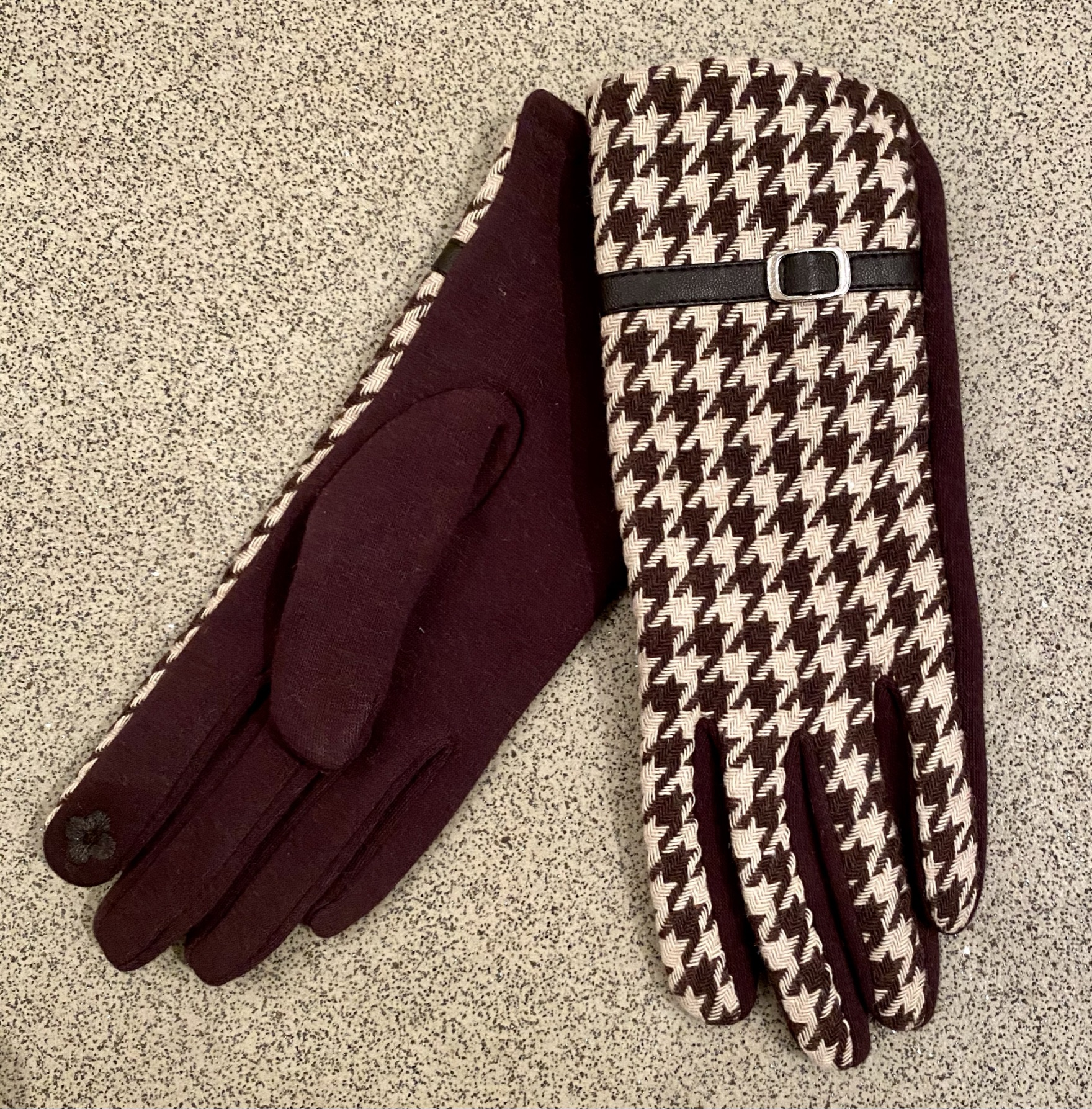 Dogtooth check gloves