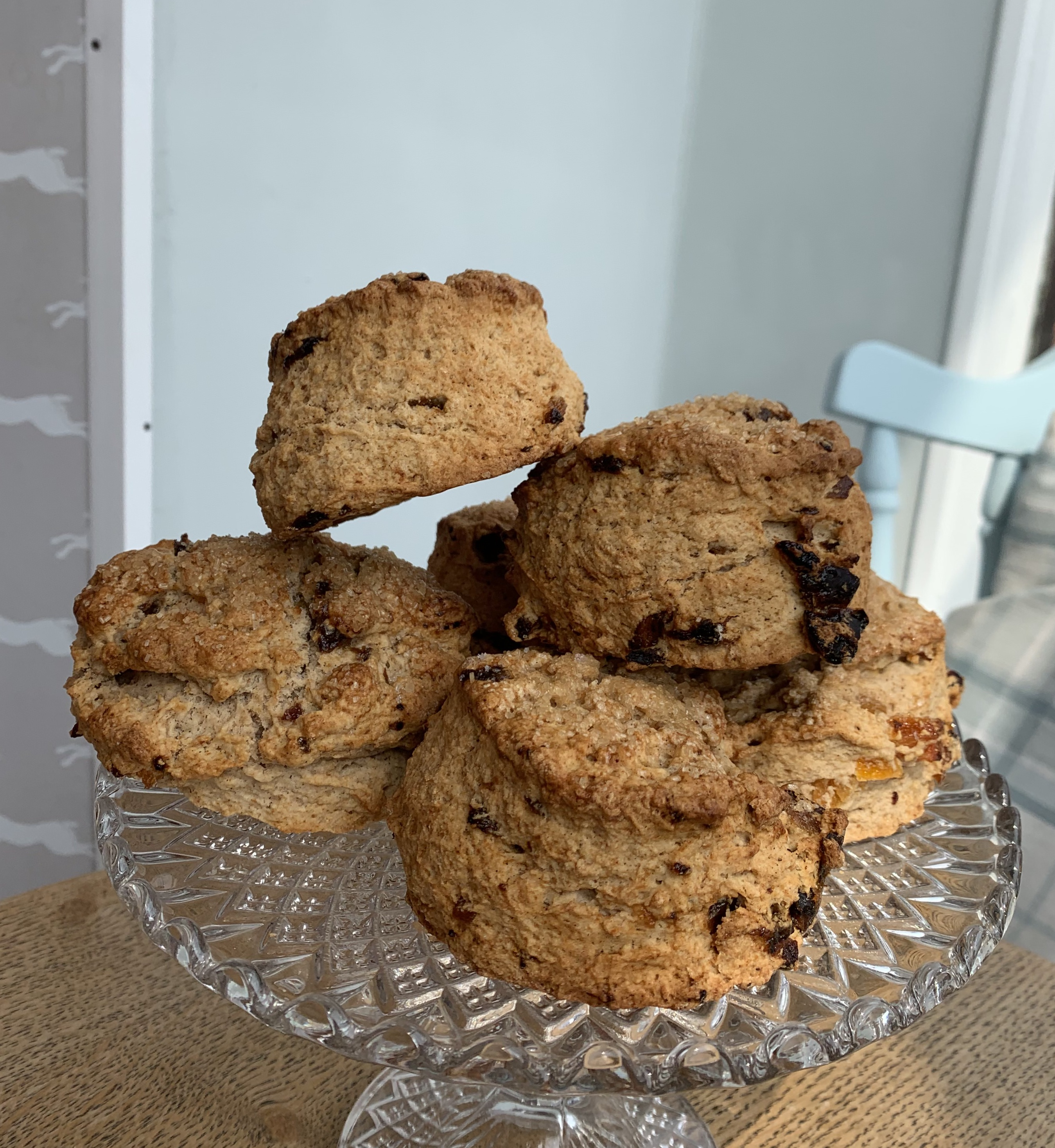 Box of 4 scones - Date and Apricot