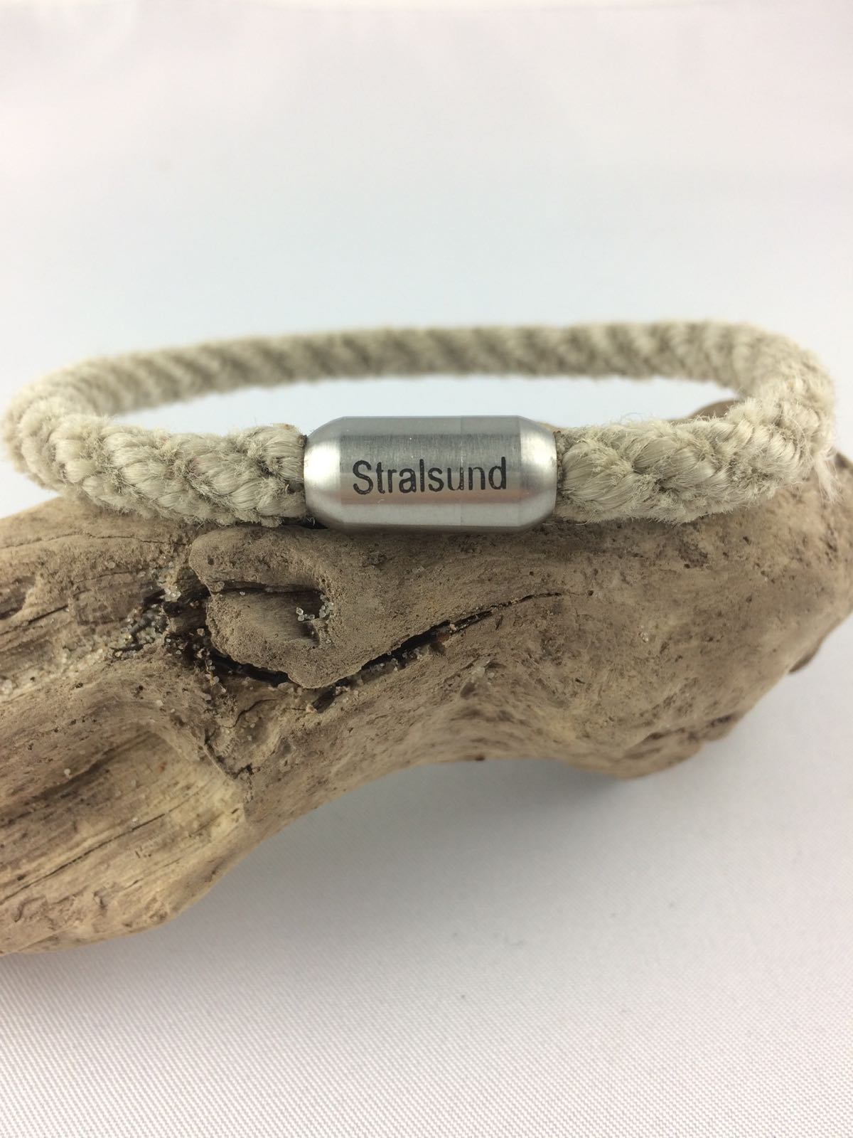 Fischereidesign - Armband Stralsund als Wort, 6 mm, Edelstahlmagnetverschluss