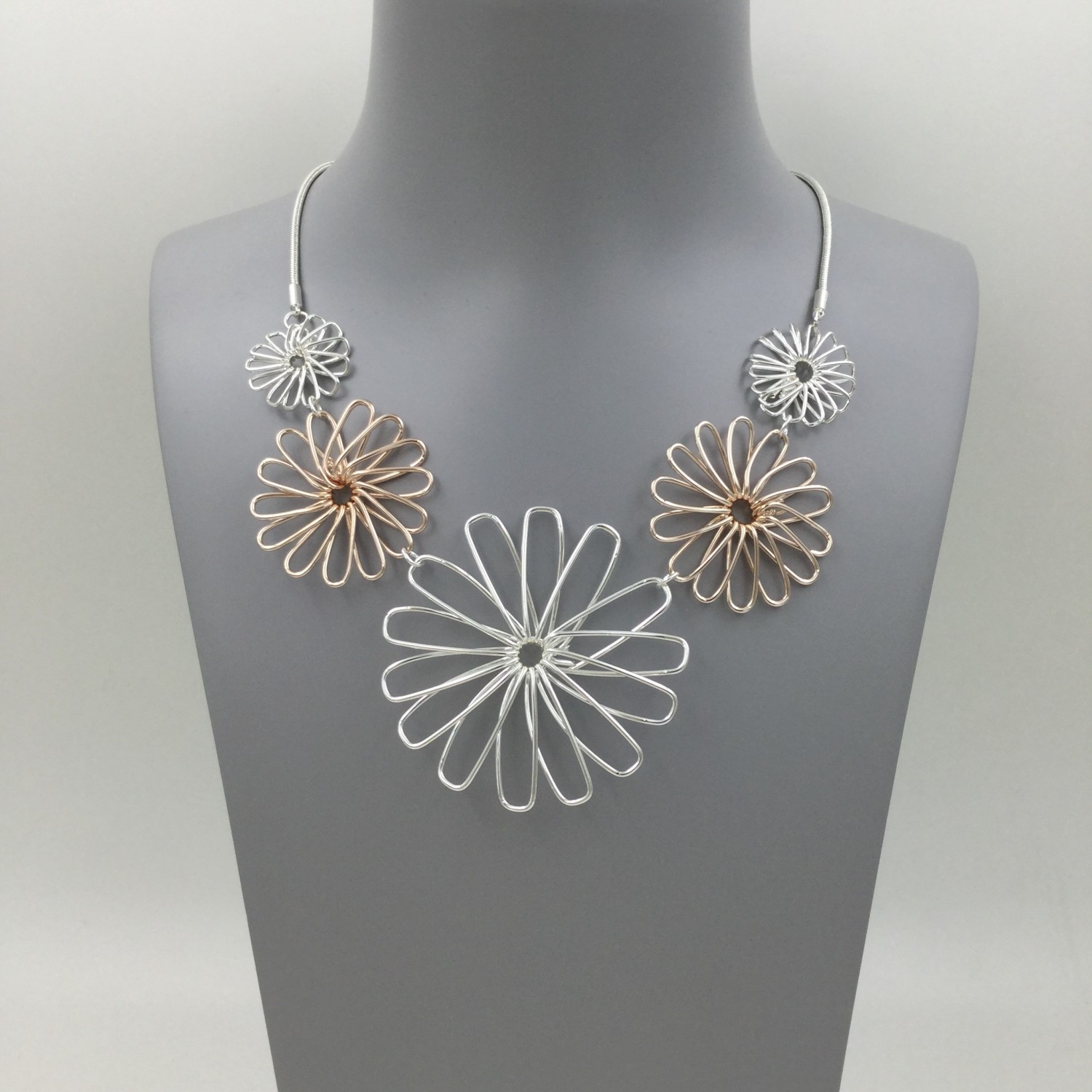 Wire Flower Necklace - Rose Gold/Silver