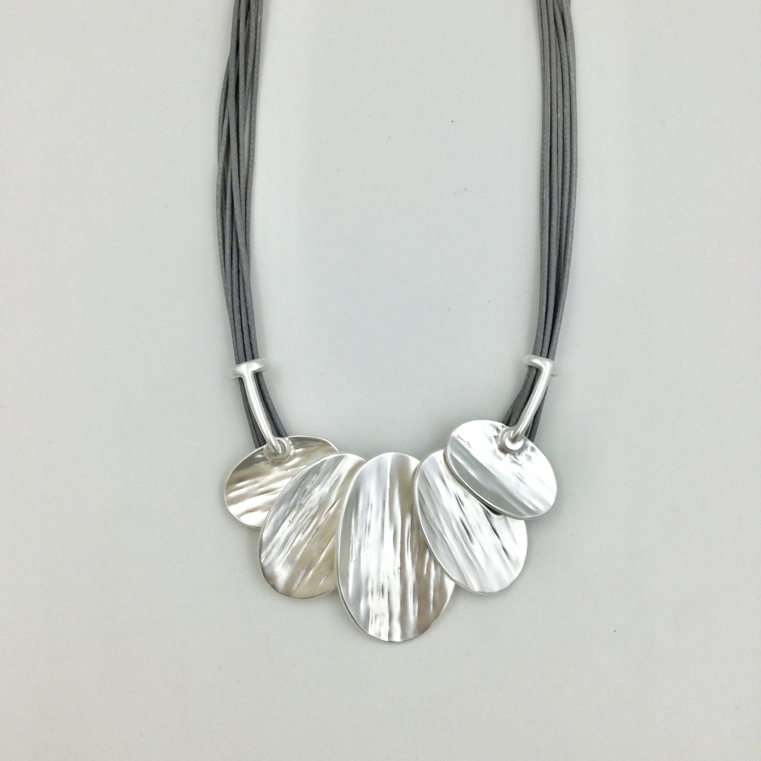 Magnetic Overlapping Ovals Necklace - Silver