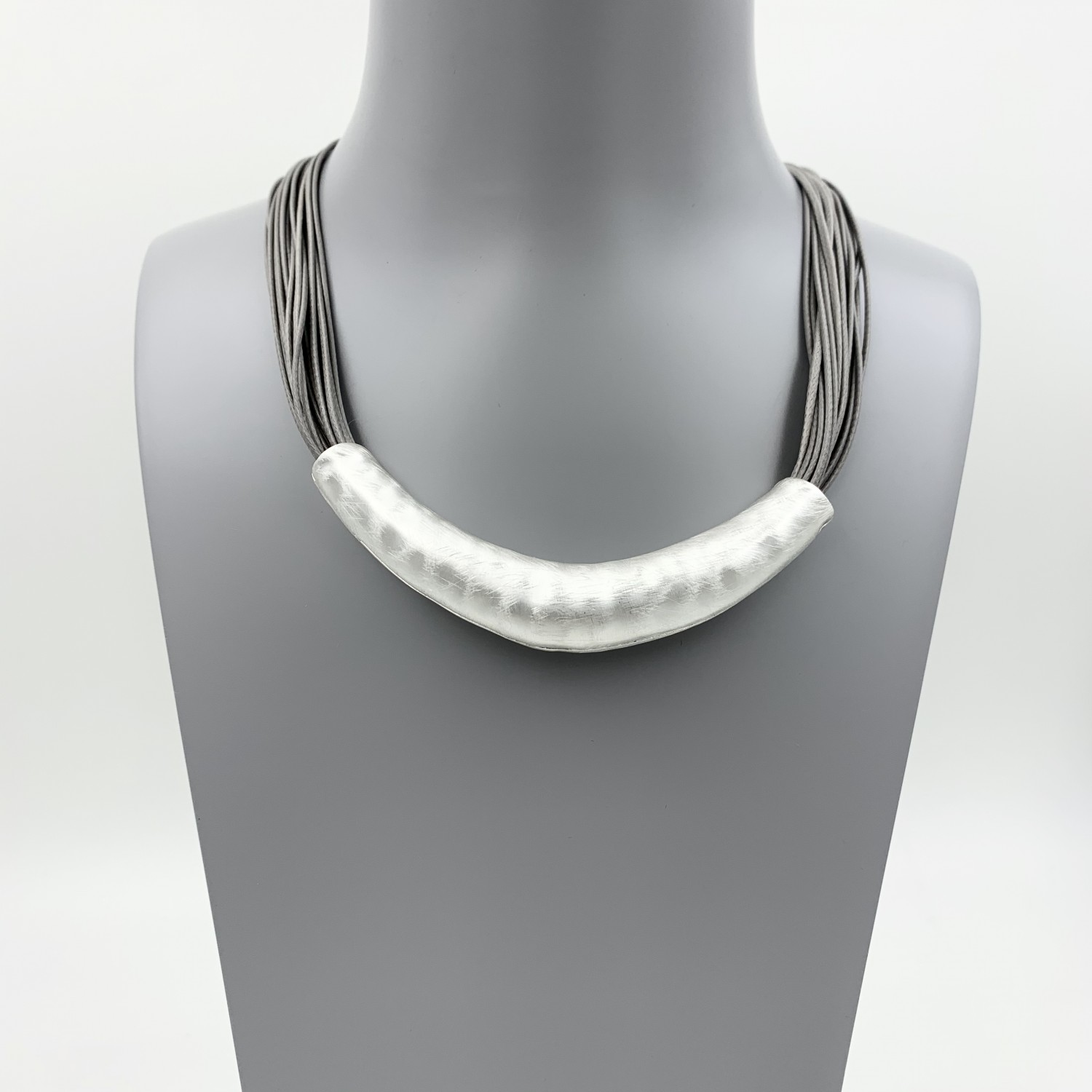 Magnetic Hammered Effect Necklace - Silver