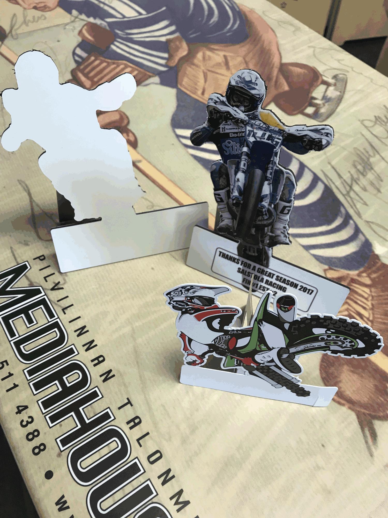 muotoon leikattu alumiini figuri 15 cm kork.