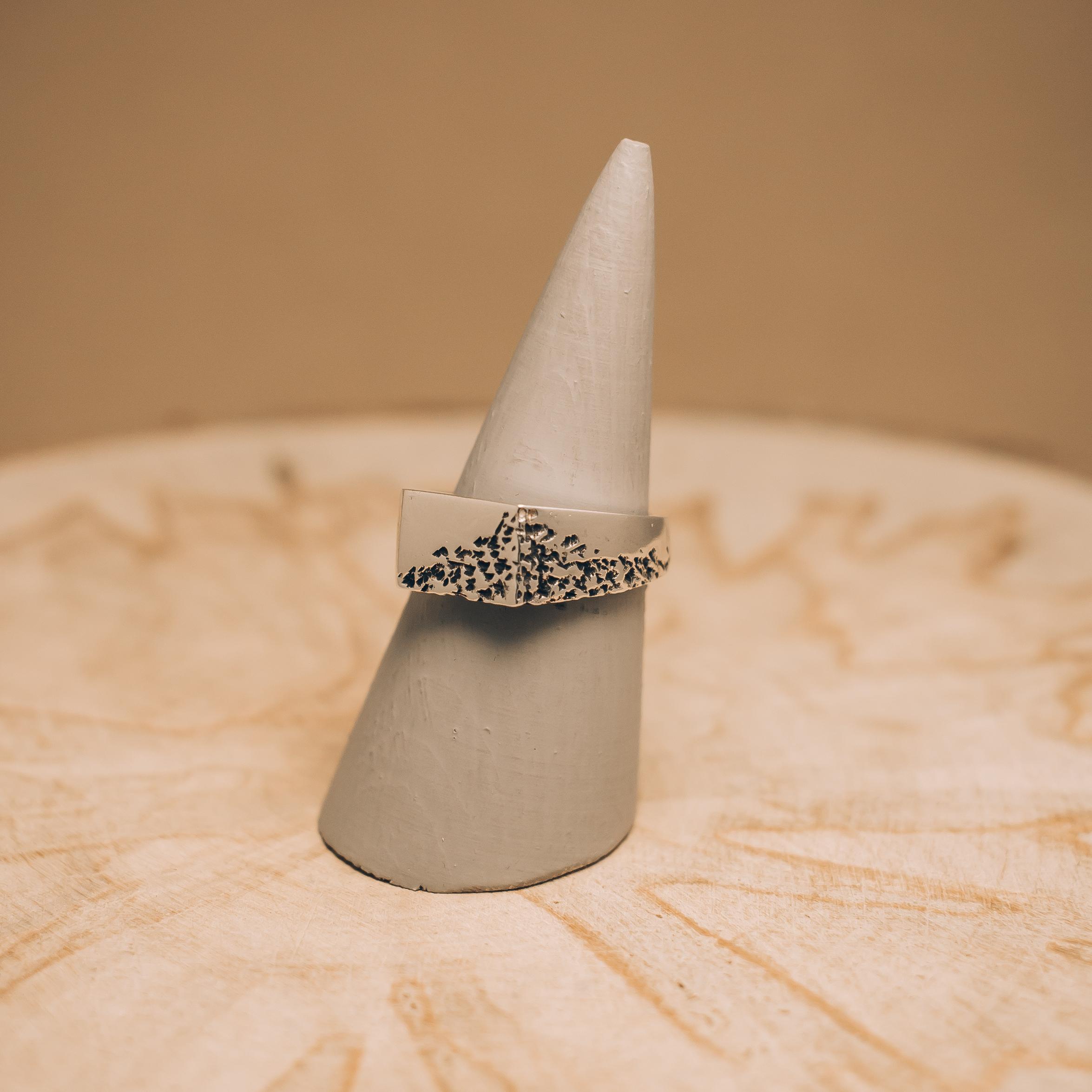 Crumbling Ring