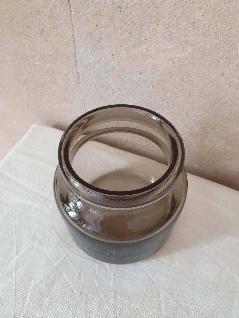 'Soft Brown Vase' (V)