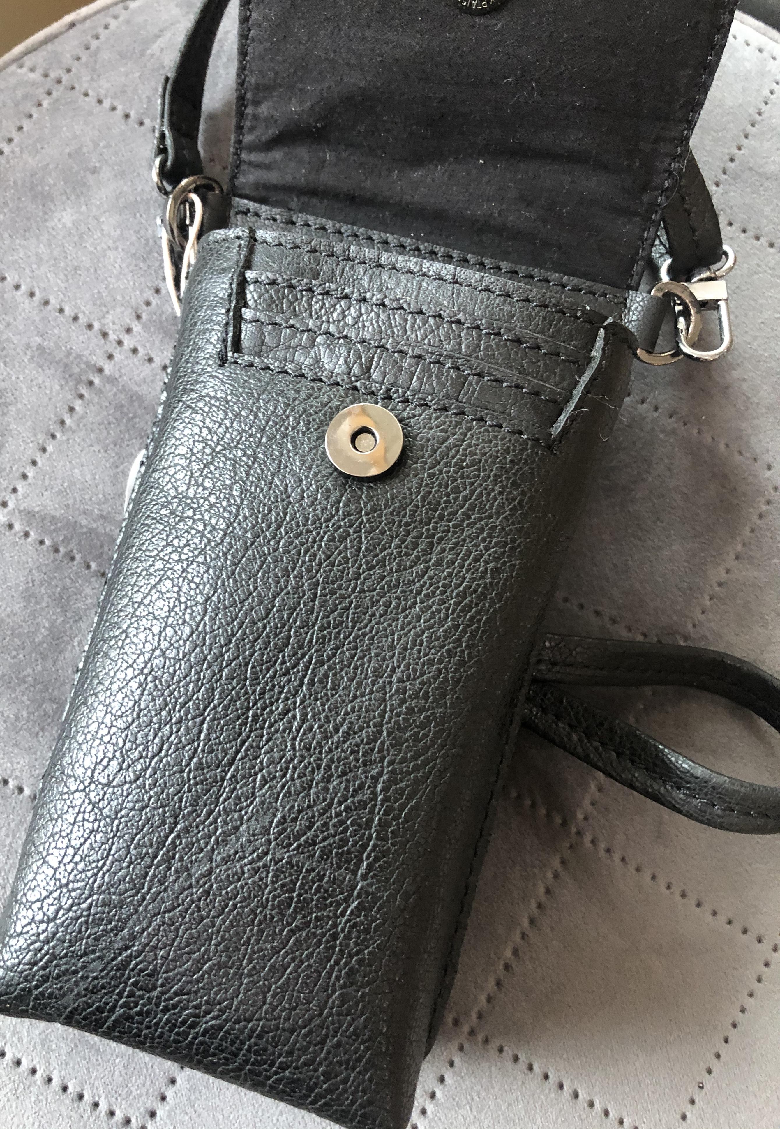 Unmade Anika phone bag