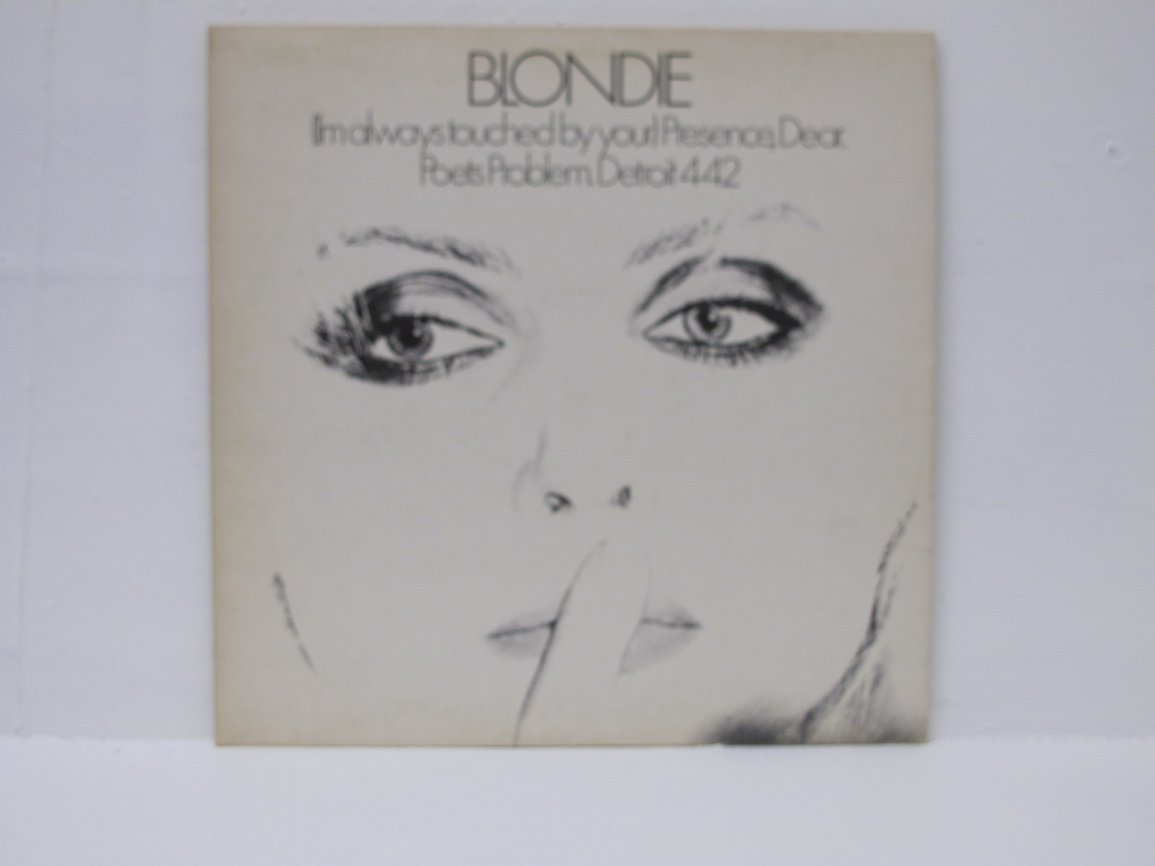 Blondie - (I'm Always Touched By Your) Presence, Dear.