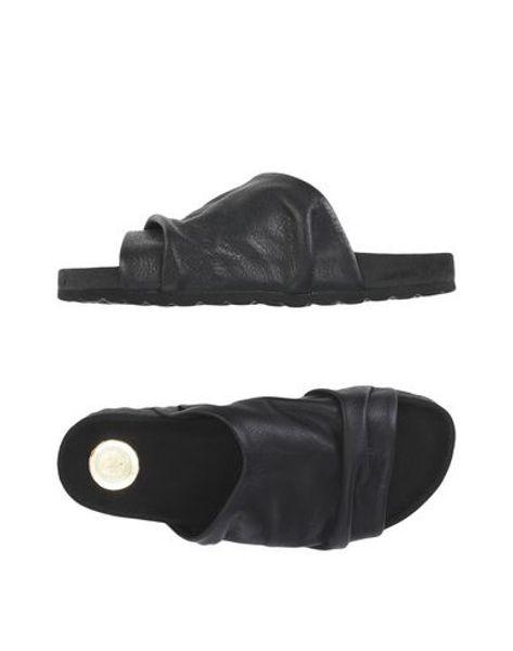 AOI sandal