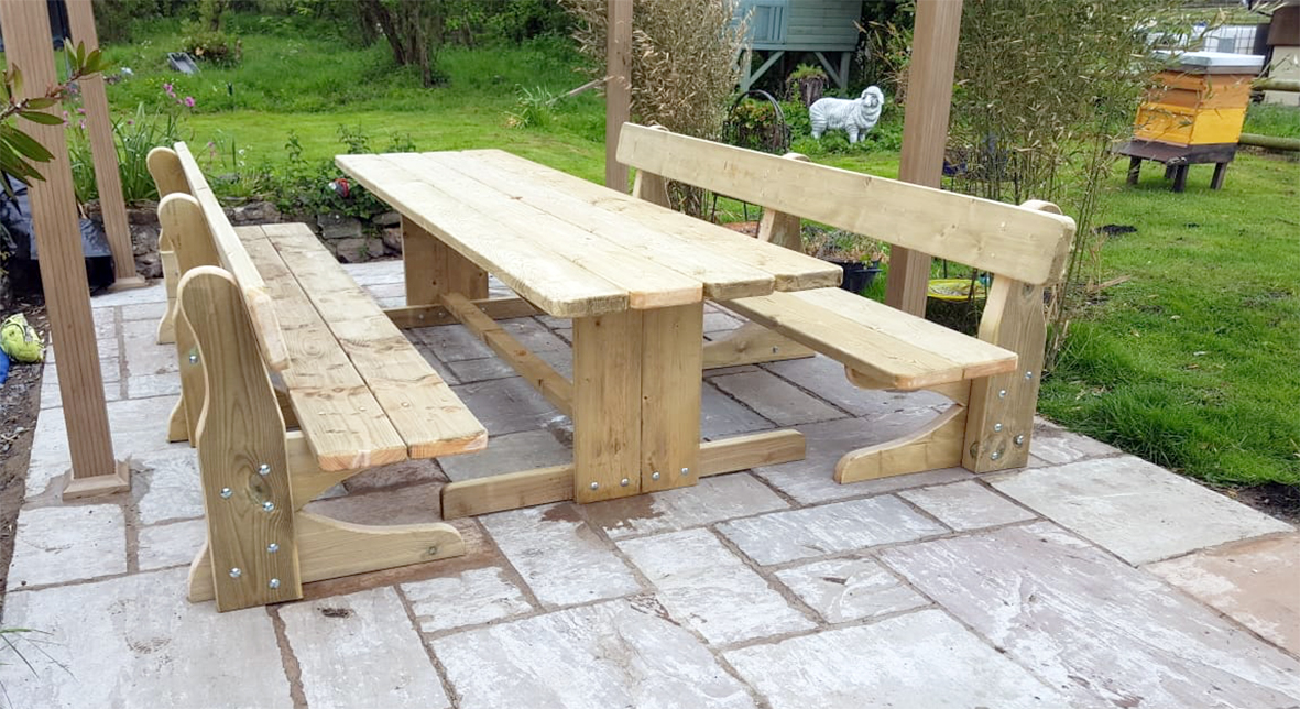 Family Teast Table with Bench Seats
