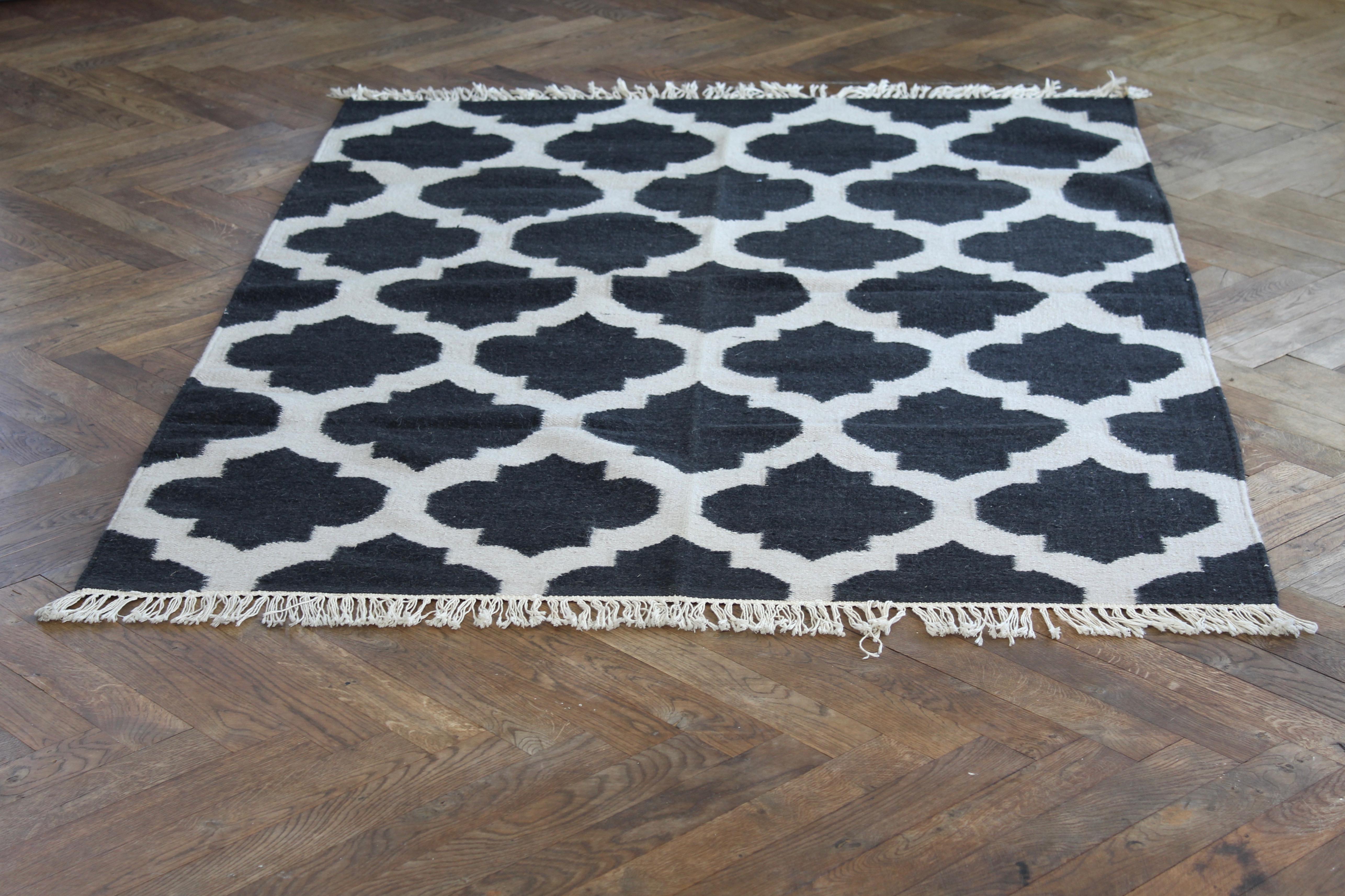 Grahic rug black wool/cotten180*115 Nomad Living