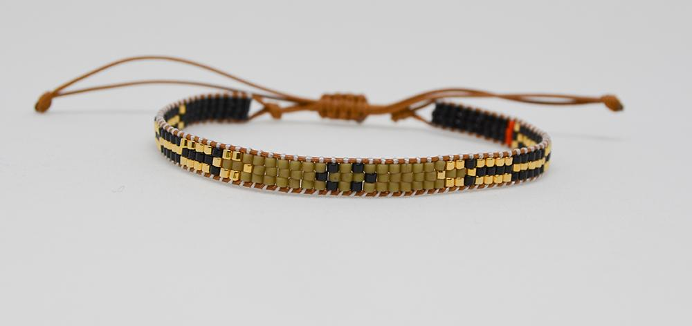 Bracelet, glass beads gold olives