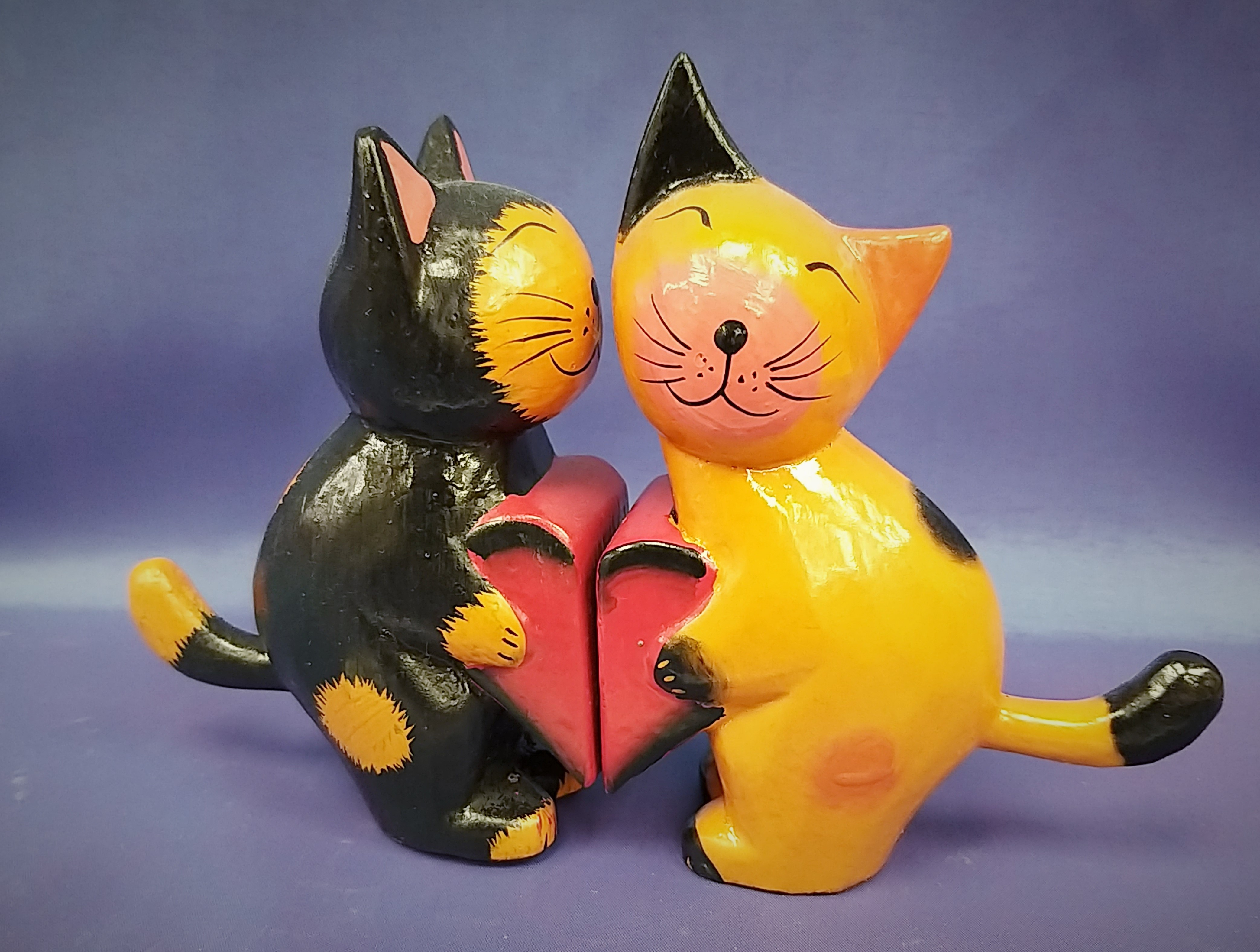 Wooden Kissing Cats