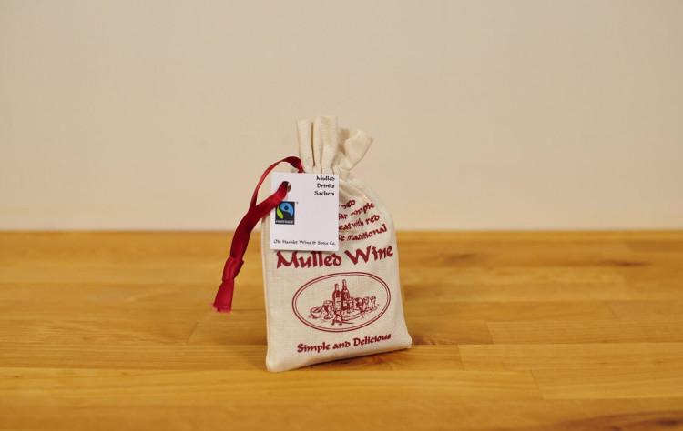 Lämmitetty viini, Mulled Wine mausteseos, 4 annosta kangaspussissa