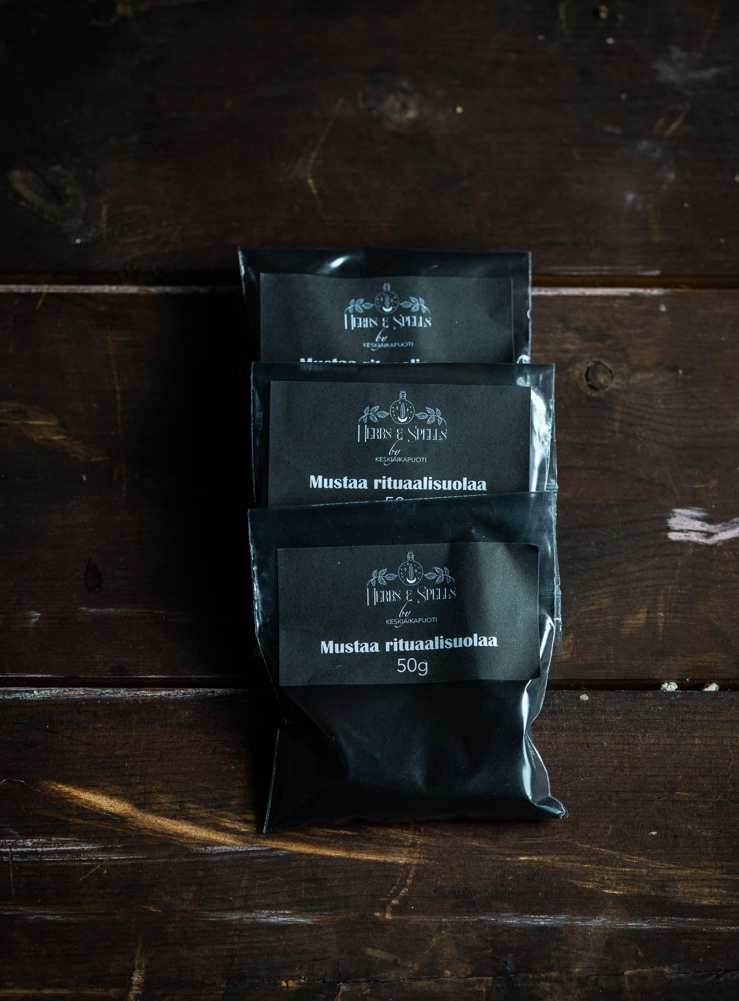 Mustaa rituaalisuola 50g (Herbs&Spell by keskiaikapuoti)