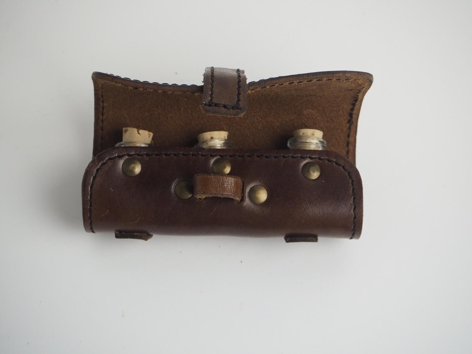 Potion Holder in leather with 3 bottles