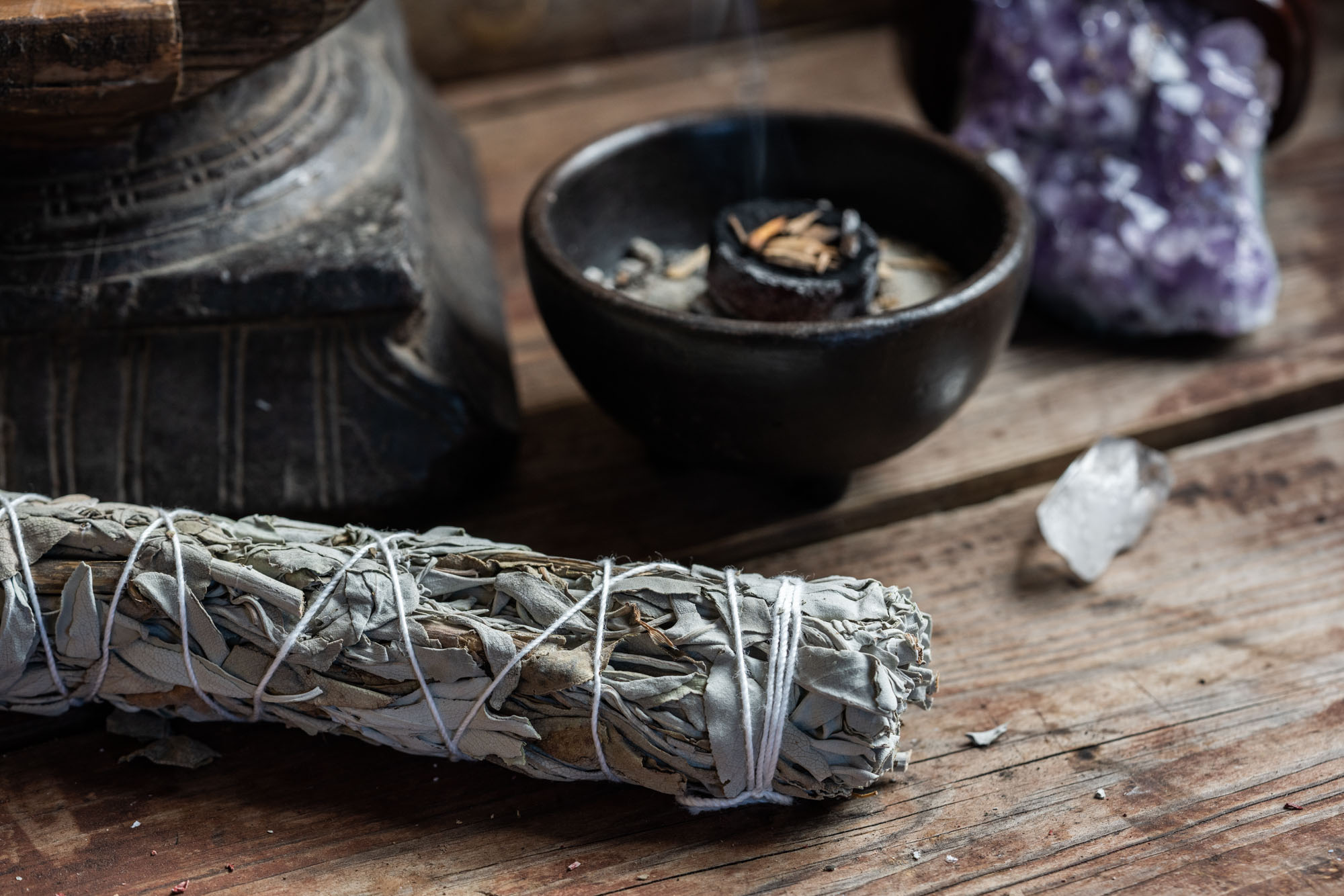 WHITE SAGE PURIFYING SMUDGE STICK 15cm