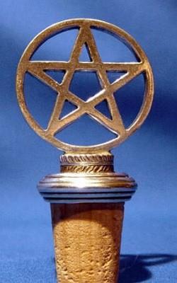 korkki pulloon pentagrammi koristeella