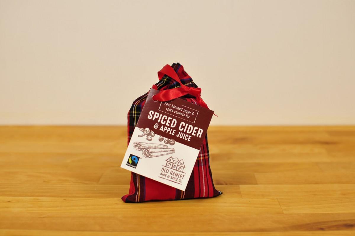 Lämmitetty siideri mausteseos tartaani pussissa 4 annosta xFairtrade Spices For Hot Cider (4 sachets) Tartan bag