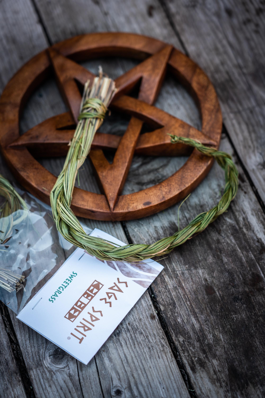 Sweetgrass letti (lännenmaarianheinä Hierochloe odorata)