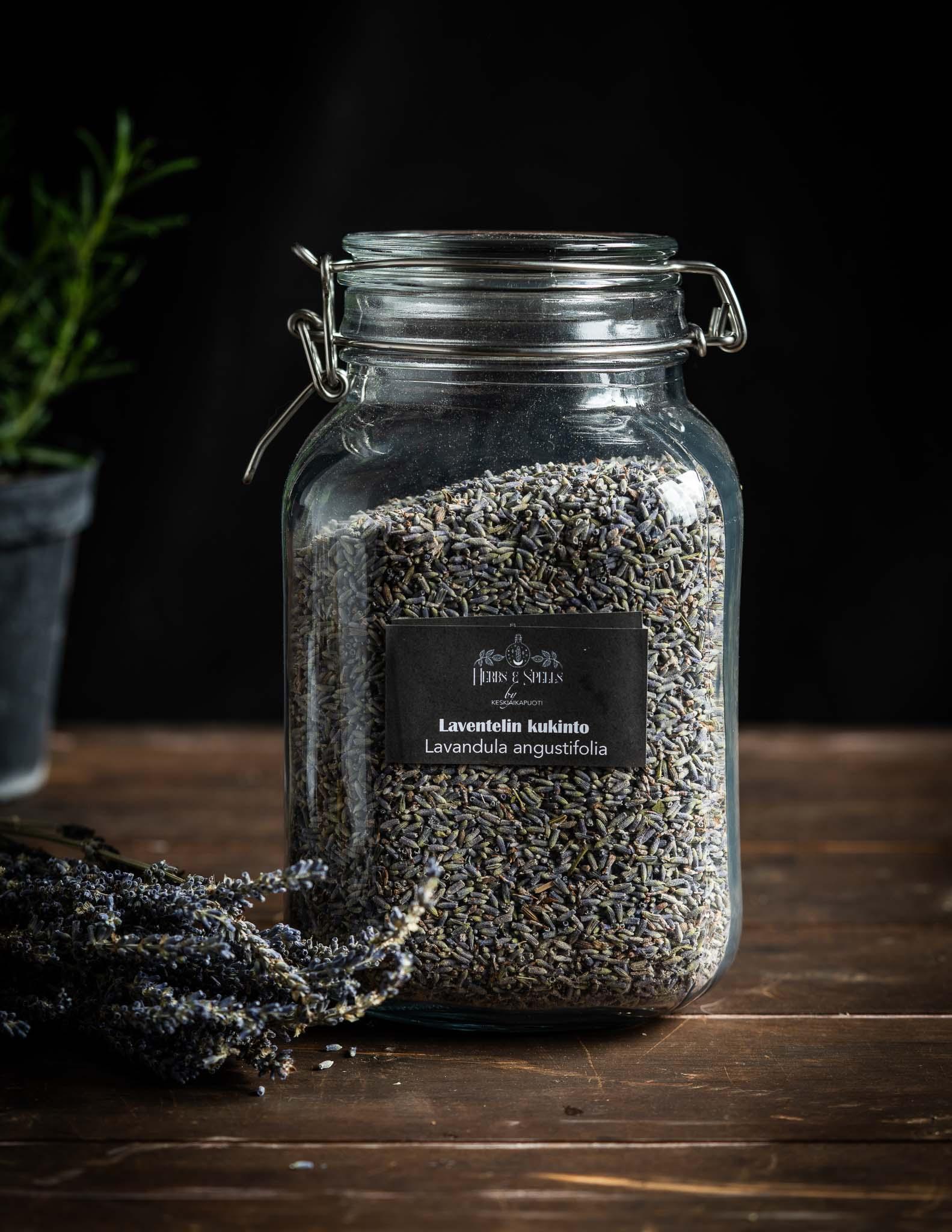 Laventelin kukinto (Herbs&Spell by keskiaikapuoti)
