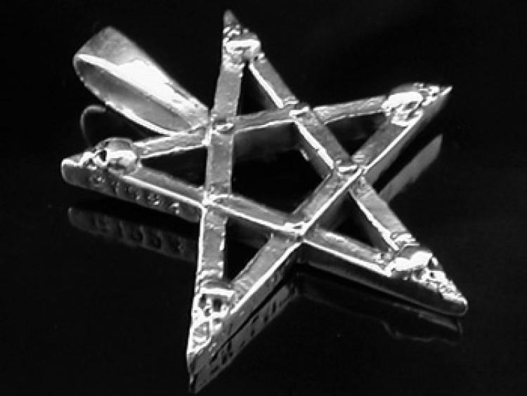 Pentagrammi riipus hopeaa