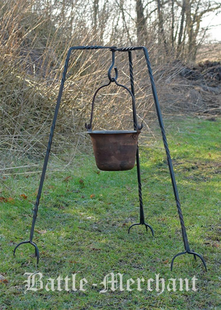 Kolmijalka, käsintaottua terästä n.93cm