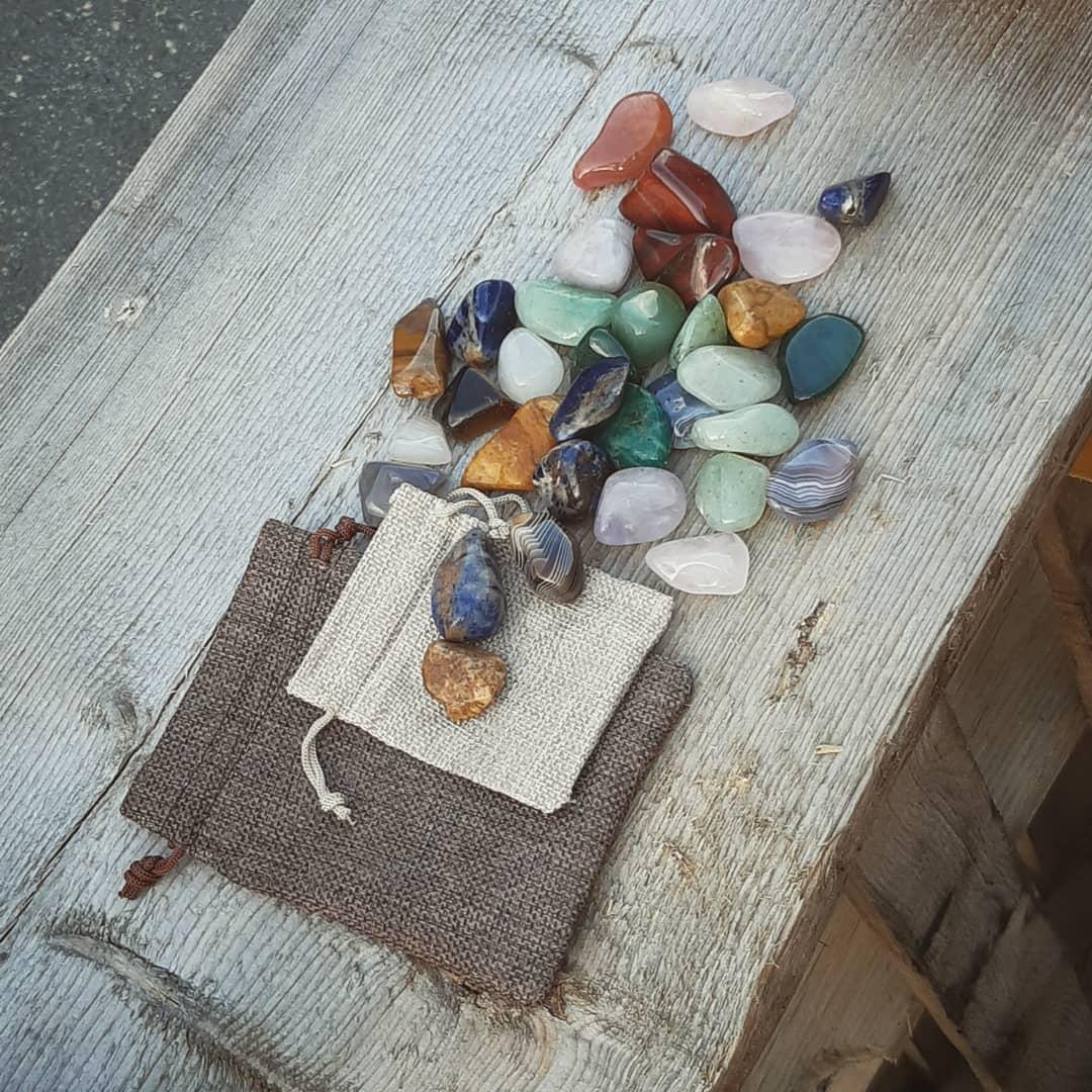 kristallit, mineraalit ja sen sellaiset sekalainen pussukka