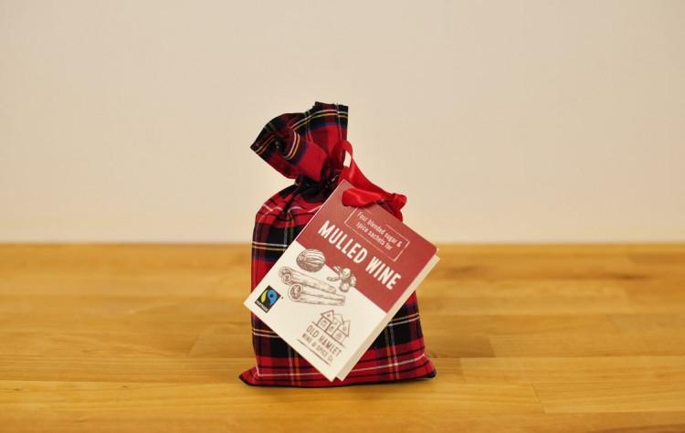 Lämmitetty viini mausteseos 4annospussia Royal Stewart tartaani pussukassa